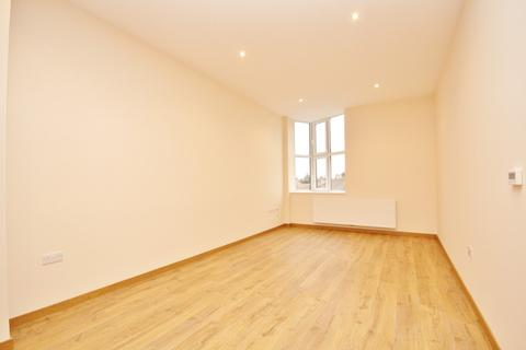 2 bedroom flat to rent - High Road, Chadwell Heath, Romford, RM6
