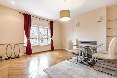 2 bedroom flat to rent - Minster Road London NW2