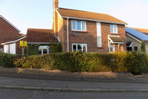 4 bedroom detached house to rent - Dunnock Way, Colchester CO4