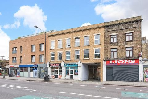 3 bedroom apartment for sale - Queens Road, London