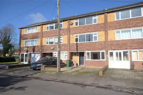 5 bedroom terraced house for sale - Queens Road, Horley, Surrey, RH6