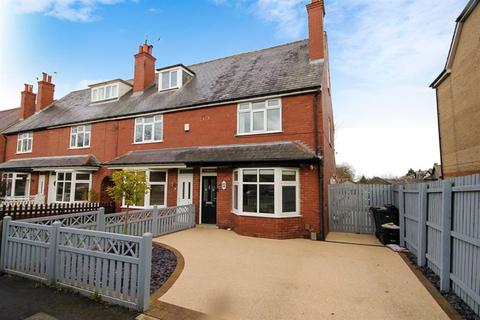 3 bedroom end of terrace house for sale - Swarcliffe Road, Harrogate, HG1 4QX