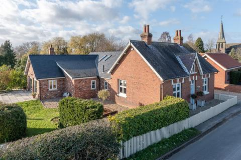 4 bedroom detached bungalow for sale - Warthill, York, YO19
