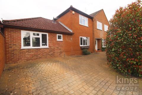 4 bedroom detached house for sale - Trinity Grove, Hertford