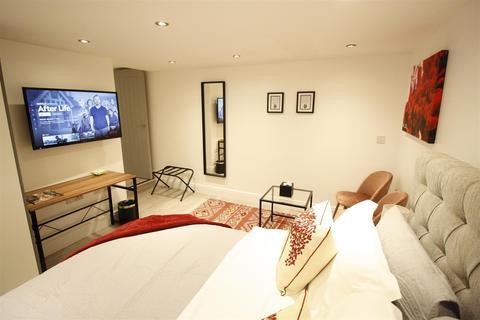 Studio to rent - The Walk, Roath, Cardiff