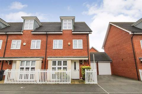 4 bedroom end of terrace house for sale - Bantry Road, Slough, Berkshire
