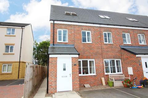 3 bedroom end of terrace house for sale - Admiral Court, Blyth