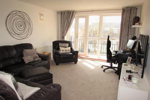 2 bedroom flat to rent - Staines Square, Dunstable