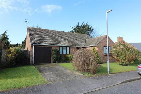 3 bedroom detached bungalow for sale - Swaynes Way, Eastry,