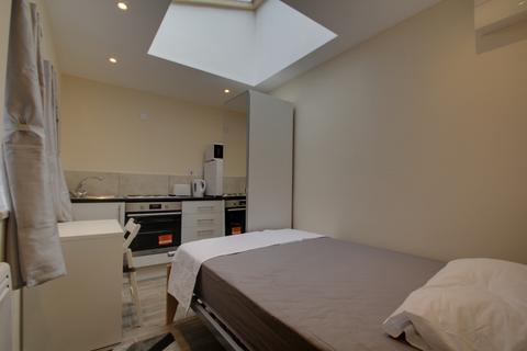Studio to rent - Russells Hall Road, Dudley