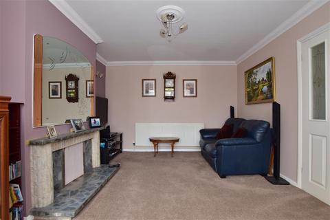 2 bedroom semi-detached bungalow for sale - Spencer Road, Rainham, Essex