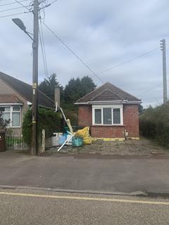 3 bedroom bungalow to rent - aldborough Road, Dagenham, Essex RM10