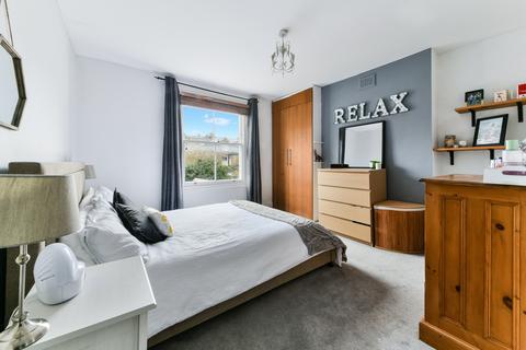 2 bedroom flat for sale - Louisville Road, London, SW17