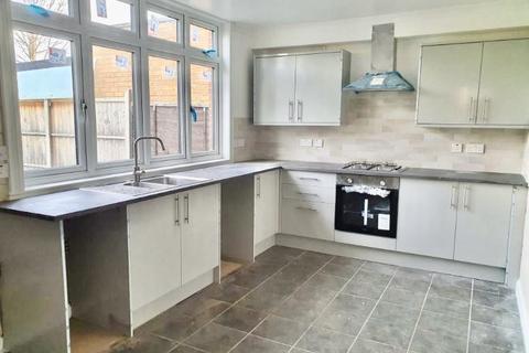 3 bedroom semi-detached house to rent - Park Lane N9