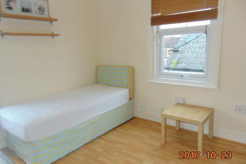 Studio to rent - Clifton Street, Old Town, Swindon, SN1 3PY