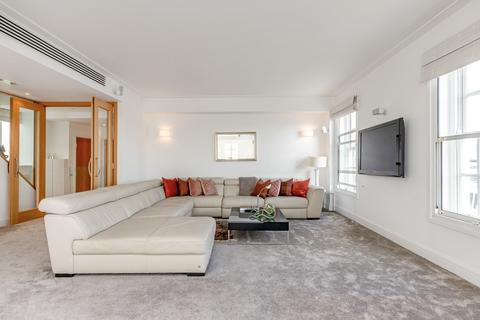3 bedroom flat to rent - Park Street, London, W1K