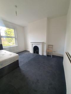 3 bedroom flat to rent - Herbert Road, London