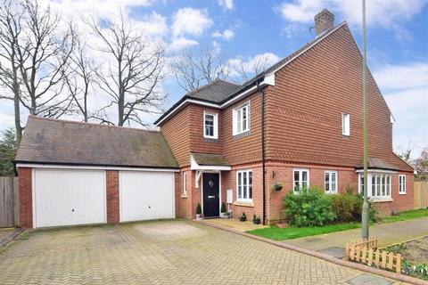 4 bedroom detached house to rent - Millfield Close Smallfield RH6