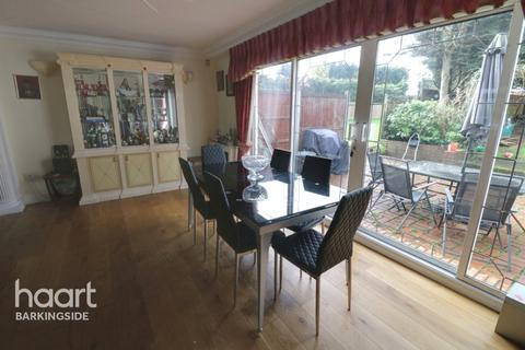 4 bedroom semi-detached house for sale - Romford Road, Chigwell