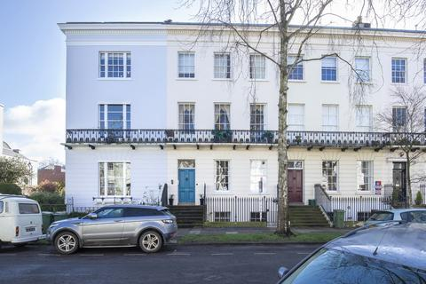 2 bedroom apartment for sale - Pittville Lawn, Cheltenham GL52 2BE