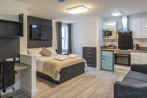 Studio to rent - Derry Villas Flat 5, 84-86 North Road East
