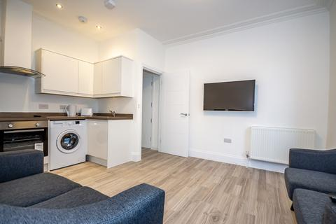 2 bedroom flat share to rent - 54 North Road East