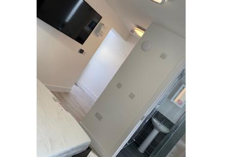 Studio to rent - Derry Villas Flat 17A, 84-86 North Road East