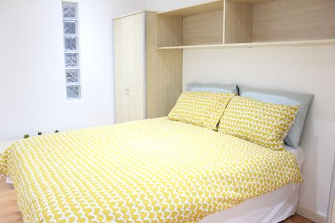 Studio to rent - Central Park Towers