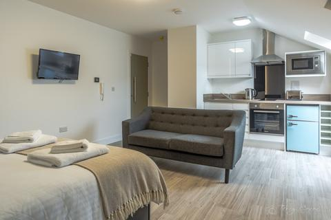 Studio to rent - Derry Villas Flat 15, 84-86 North Road East