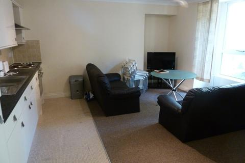 2 bedroom flat share to rent - LOWER GROUND FLOOR FLAT - 54 North Road East