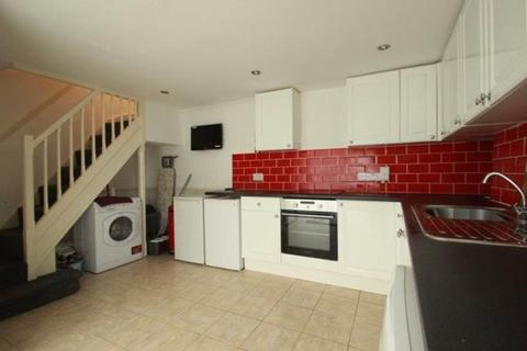 2 bedroom house share to rent - 4 Radnor Street