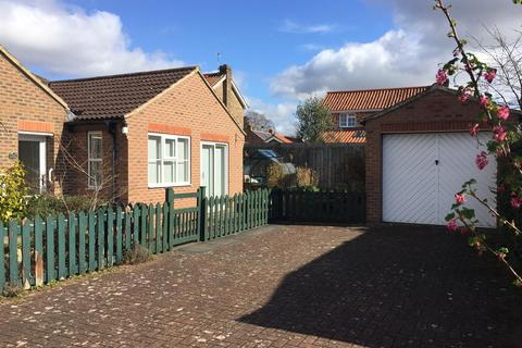 2 bedroom semi-detached bungalow for sale - Carpenters Court, Easingwold, York, YO61 3QS