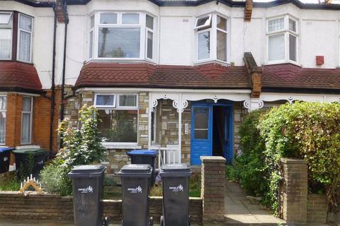 Studio to rent - Kelvin Avenue, Palmers Green, London