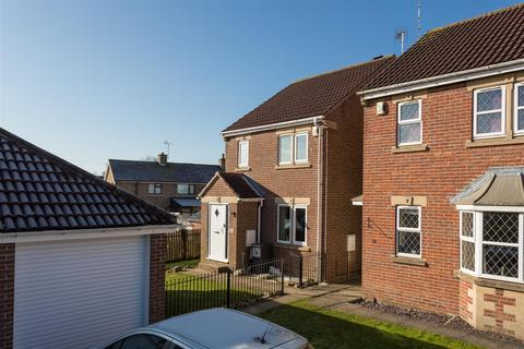 3 bedroom detached house for sale - Moor Avenue, Clifford, Wetherby