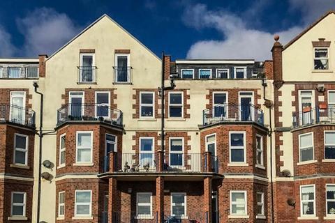 3 bedroom flat for sale - South Marine Drive, Bridlington