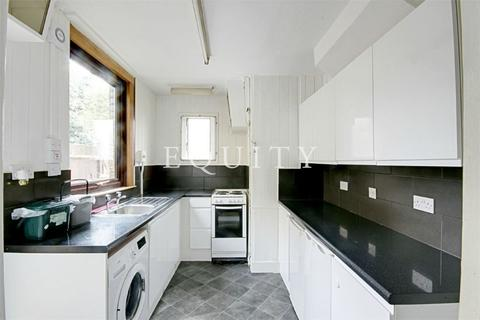 3 bedroom detached house to rent - Bulwer Road, LONDON, N18