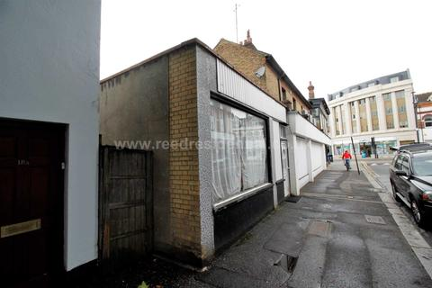 Studio to rent - St. Helens Road, Westcliff on Sea