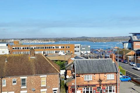 2 bedroom flat for sale - Old Town/Quay