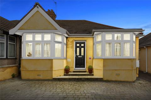 4 bedroom bungalow for sale - Greenleafe Drive, Clayhall, IG6
