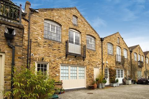 2 bedroom terraced house for sale - Choumert Mews, London, SE15