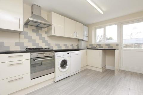 3 bedroom bungalow to rent - Middleton Drive, Pinner