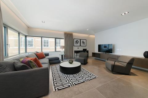 3 bedroom flat to rent - Babmaes Street, St James, London