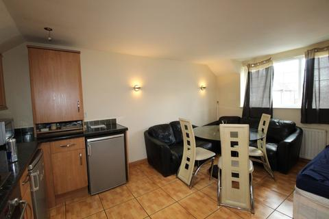 2 bedroom flat to rent - Como Street, Romford, Essex, RM7