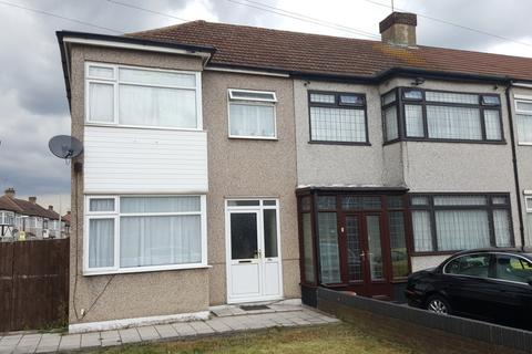 3 bedroom house to rent - Stanley Avenue, Dagenham, RM8