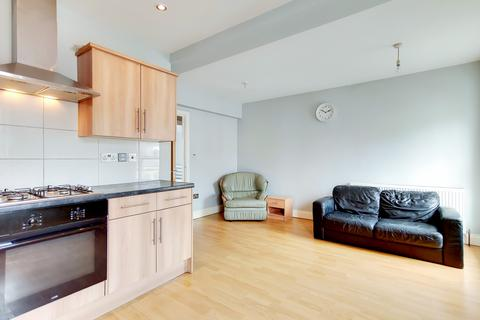 3 bedroom flat for sale - High Street, London, SE25