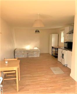 Studio to rent - North Circular Road N13