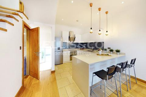 4 bedroom terraced house for sale - Prospect Road, London, NW2