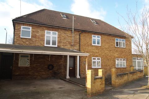 4 bedroom end of terrace house to rent - Walpole Road, London, N17