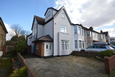 4 bedroom end of terrace house for sale - Junction Road, Romford, Essex, RM1