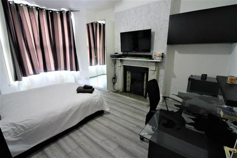 2 bedroom flat to rent - Romford Road, Forestgate
